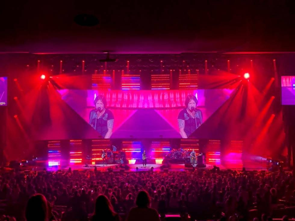 Keith Urban on tour with 200 impression X4 Bar and 50 JDC1 fixtures